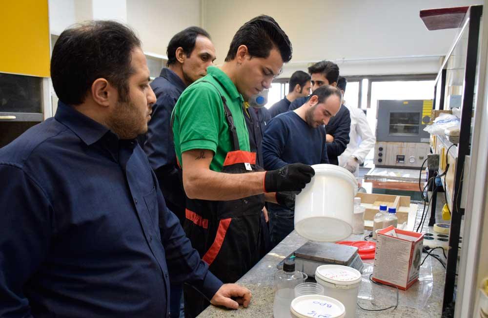 برگزاری دوره شناخت مواد و روشهای کار با پوششهای متالیک بر پایه رزین و سیمان